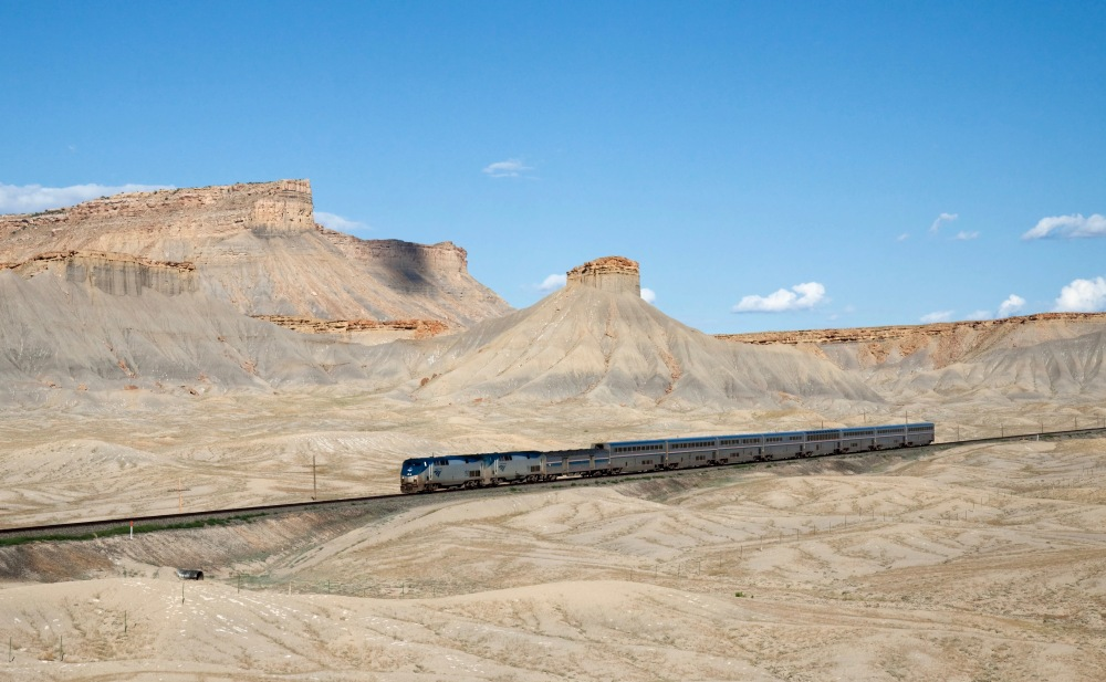Amtrak Approaches Green River From The East